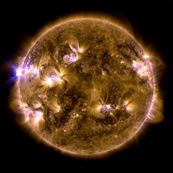 Вспышка на Солнце, астрономия, Гиперактивность на Солнце привела к трем вспышках X-класса за один день