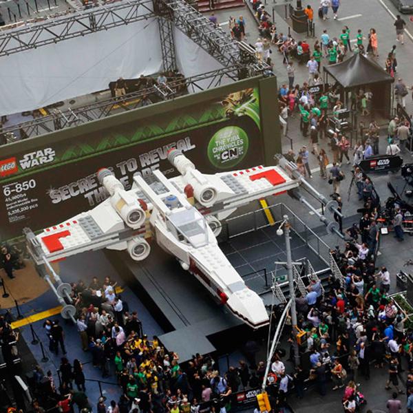 LEGO,StarWars, Самая крупная модель в истории LEGO - полноразмерный истребитель X-Wing