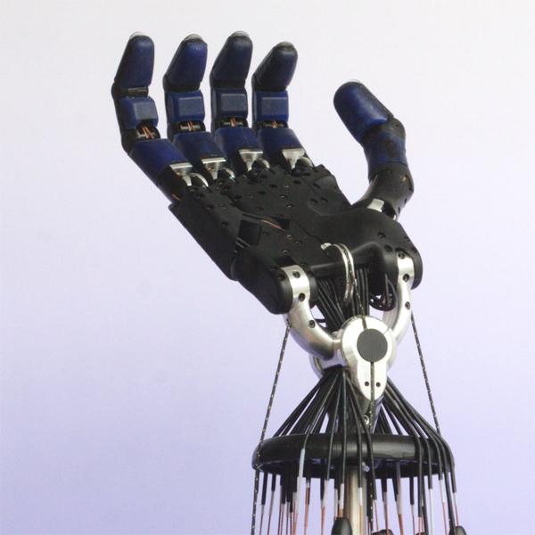 Роботы,сделай сам,роботизированная рука, Самодельщик создал роботизированную руку, как у Терминатора.