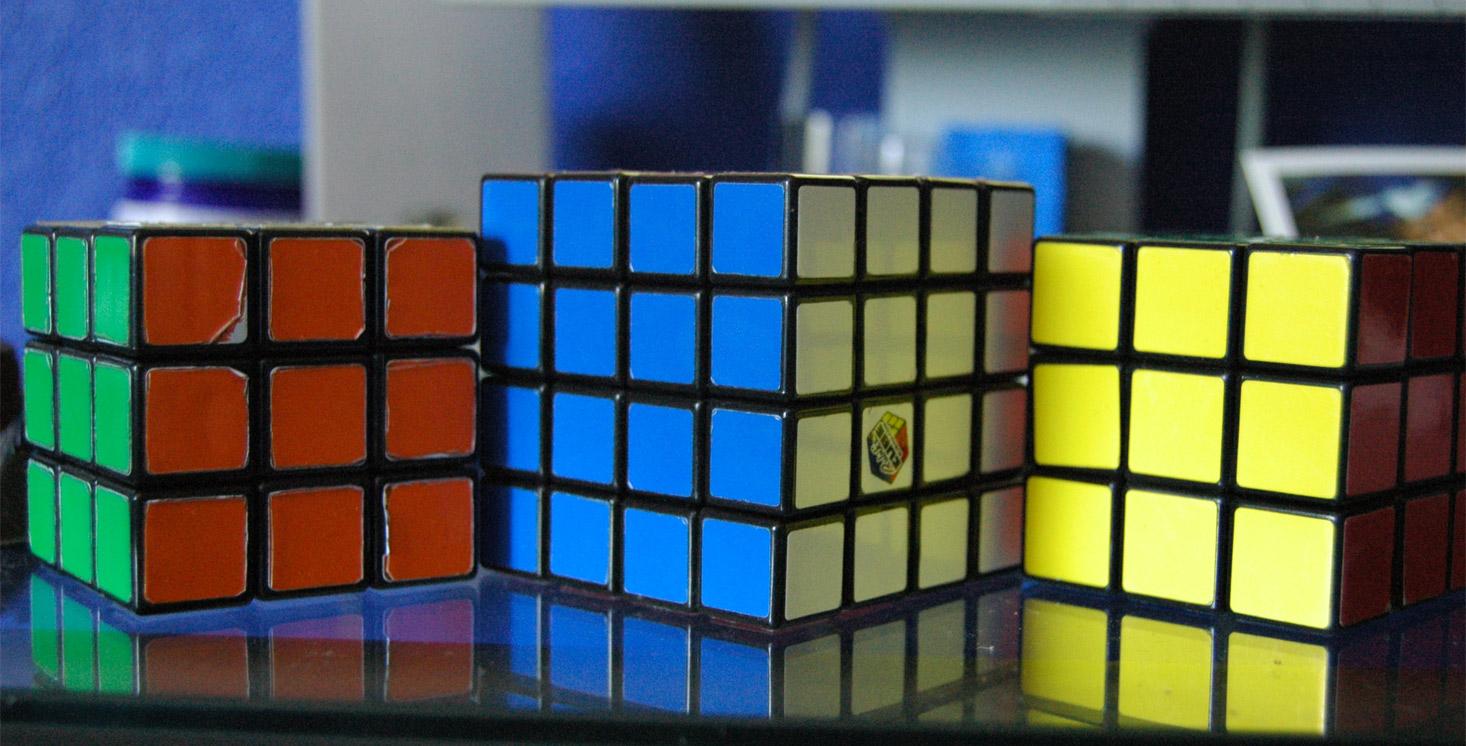 Huawei Ascend P6 собирает кубик Рубика (4х4) за 50 ходов