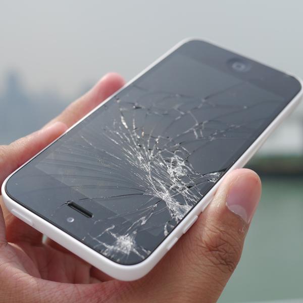 Apple, iPhone 5s, iPhone 5c, iPhone, тестирование, Новинки от Apple проверили на прочность