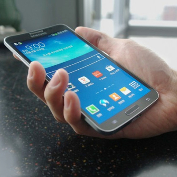 Samsung,LG,смартфоны, Samsung выпускает изогнутый телефон