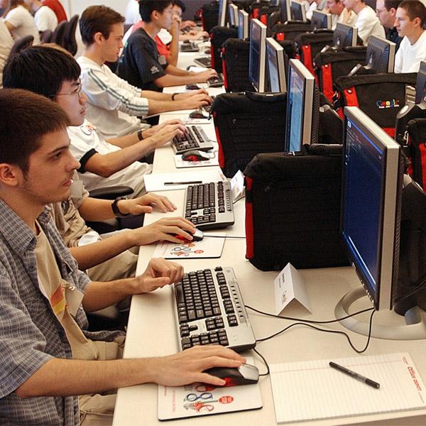 работа, рынок труда, Минкомсвязи создаст условия для привлечения 200 тысяч иностранных IT-специалистов