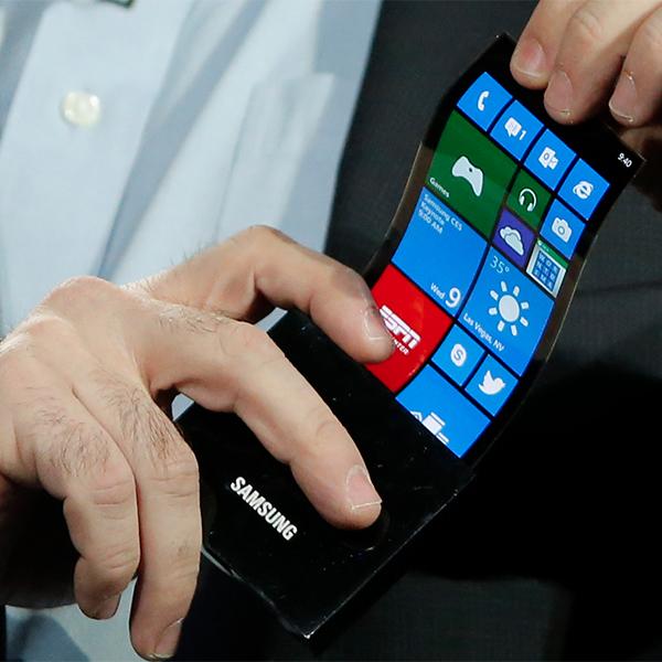 Samsung, смартфоны, гибкий дисплей, До 2015 года Samsung представит смартфоны с изгибаемыми дисплеями
