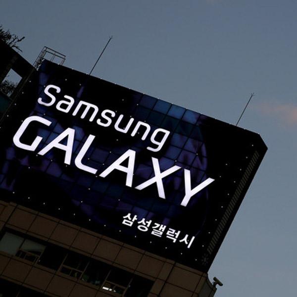 Samsung, гибкий дисплей, смартфоны, В 2014 году Samsung представит телефон со скручивающимся дисплеем