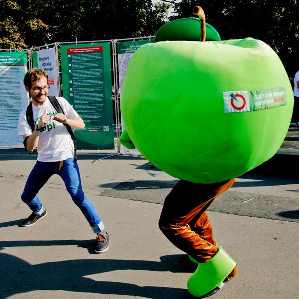 Apple, Яблоко, Apple хочет присвоить наименование партии «Яблоко»