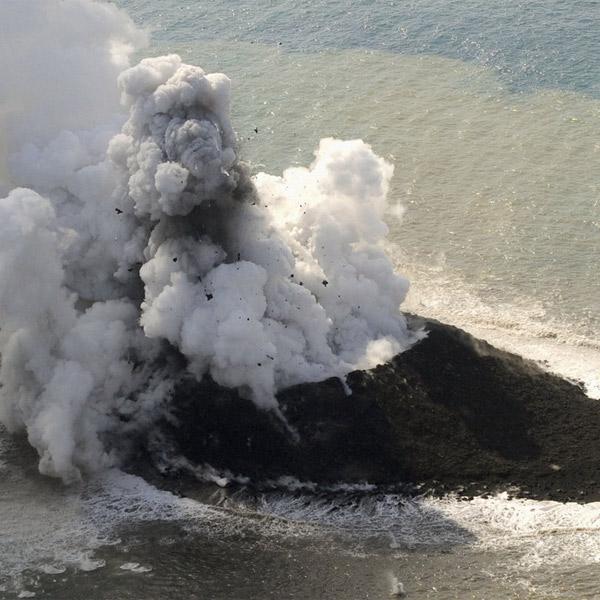 Япония,сейсмология,вулкан, Вулкан сформировал новый остров на юге Японии