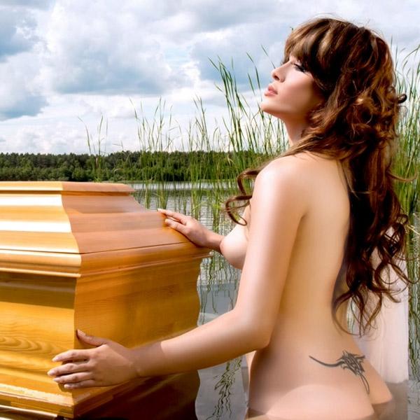 маркетинг, секс, Маркетинг по-польски, гробовщики решили выпустить собственный эрокалендарь