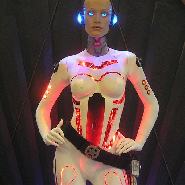iPhone,робот, «Robot Girl» - эффектная док станция для iPhone в виде девушки-робота