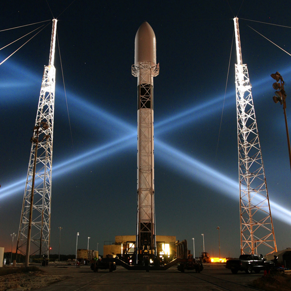 SpaceX, спутник, космос, SpaceX запустила первый коммерческий спутник