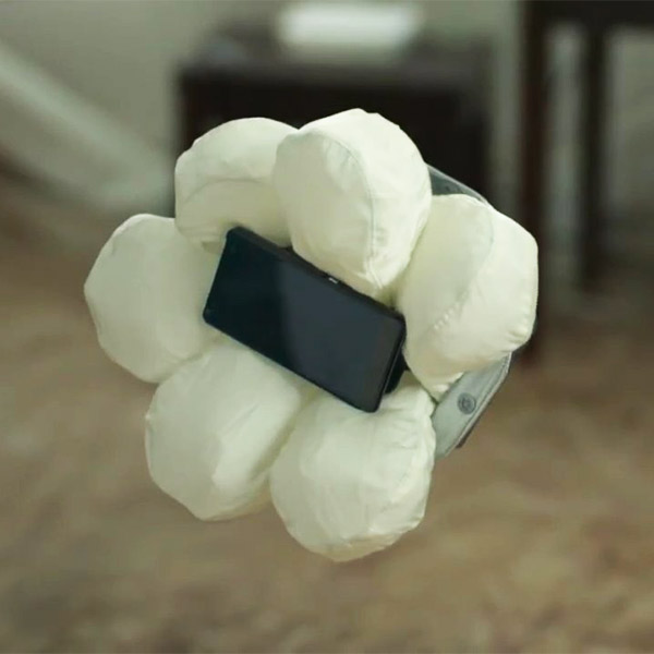 Honda, смартфоны, Case N, Honda создала подушку безопасности для смартфона