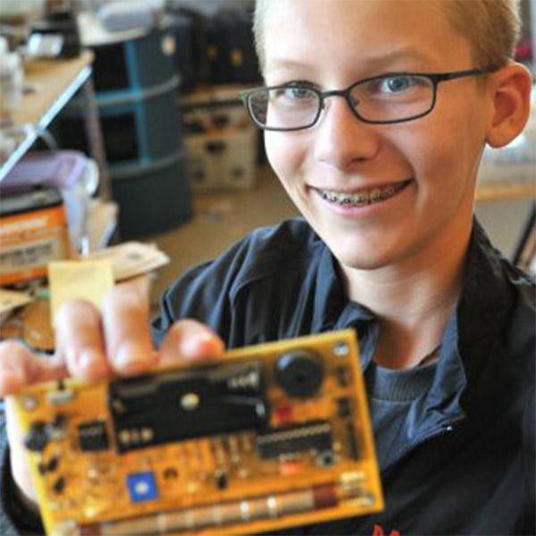 Intel, Intel пригласила на работу несовершеннолетнего гения