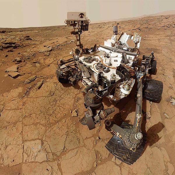 Марс,Curisoty, Рядом с марсоходом из ниоткуда «возник» камень
