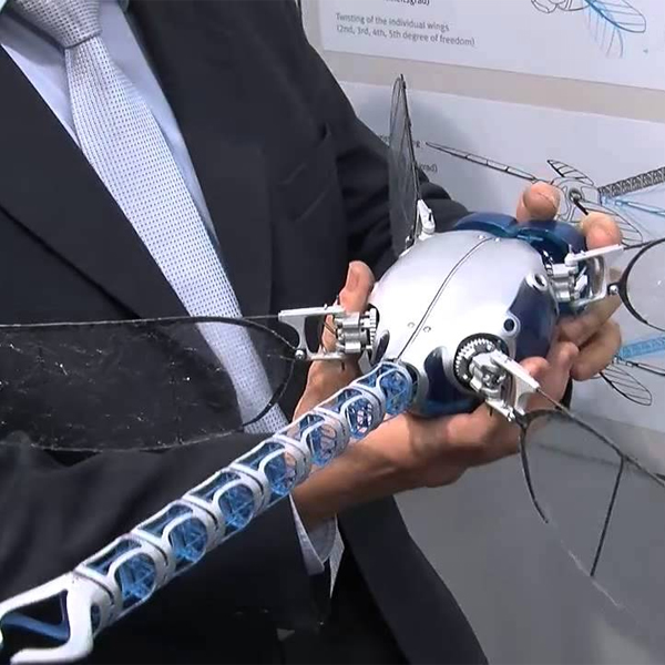 SmartBird, BionicOpter, роботы, дроны, Летающих роботов научили движениям животных
