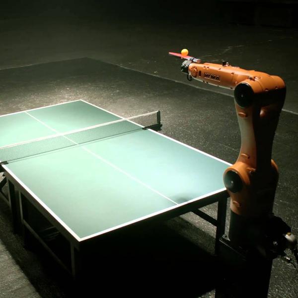 робот,спорт,теннис, Чемпион по пинг-понгу из Германии против промышленного робота