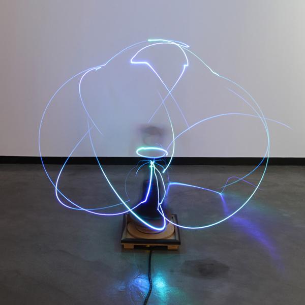 робот, визуализация, Роботизированная рука создает завораживающие скульптурные картины из света