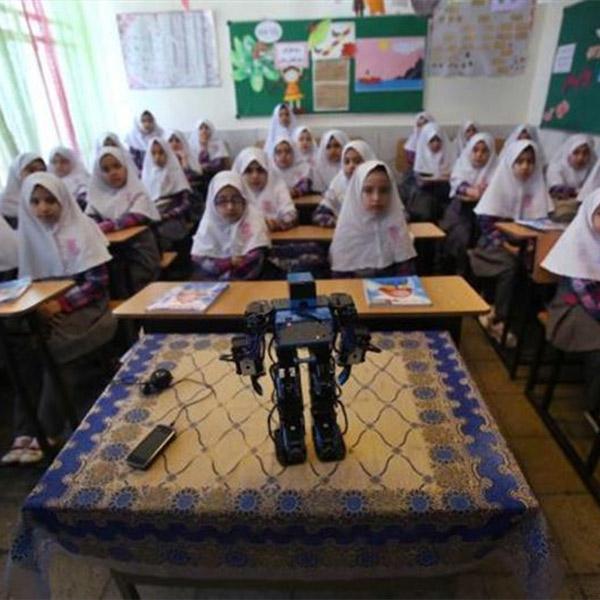 робот,религия, Иранец собрал робота, который научит детей молиться