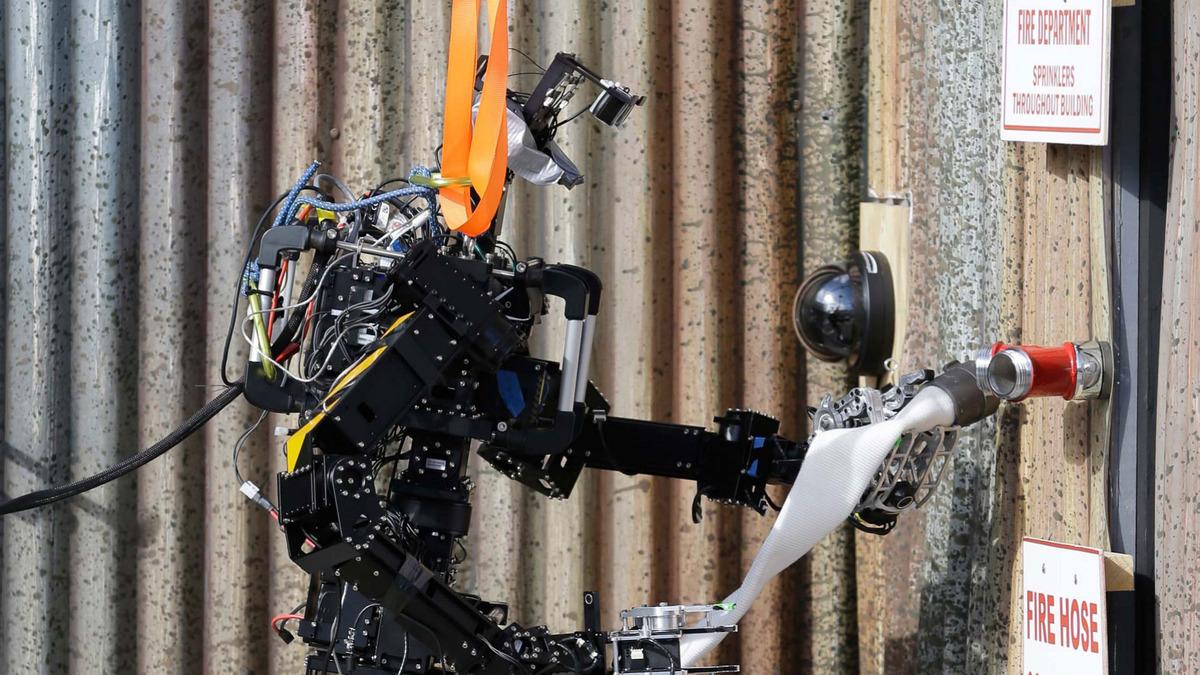 ВМС США готовы к испытаниям роботов-пожарных