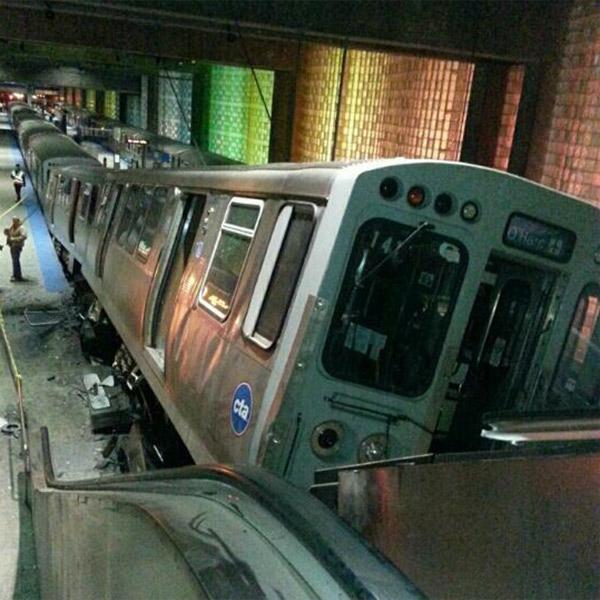 метро,авария,Чикаго, В Чикагском метро поезд сошел с рельс и протаранил эскалатор