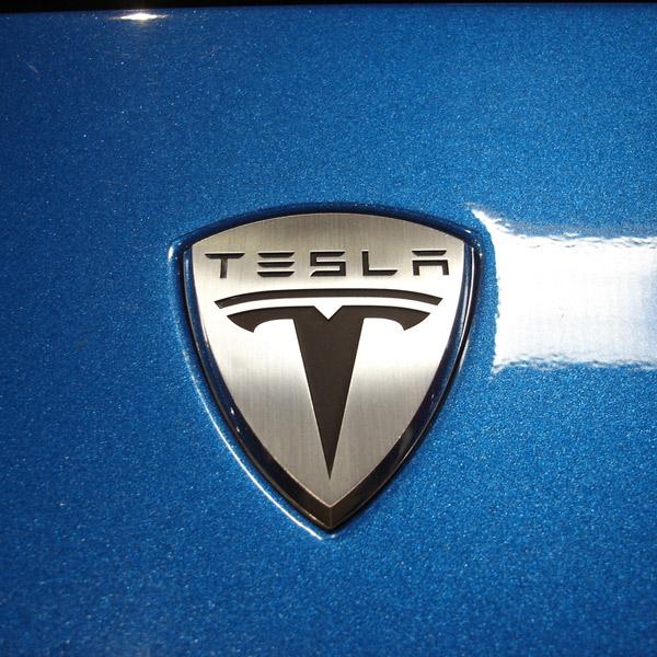 Tesla, электромобиль, хакеры, Хакеры могут угнать электромобиль Tesla S с помощью брутфорса