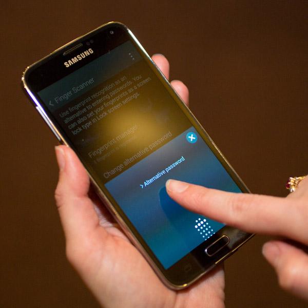 Samsung, Galaxy S5, Touch ID, безопасность, аутентификация, Взломан сканер отпечатков пальцев Galaxy S5